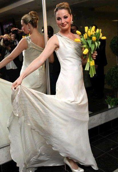 с желтыми тюльпанами