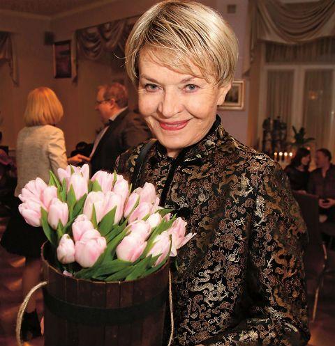 с букетом тюльпанов