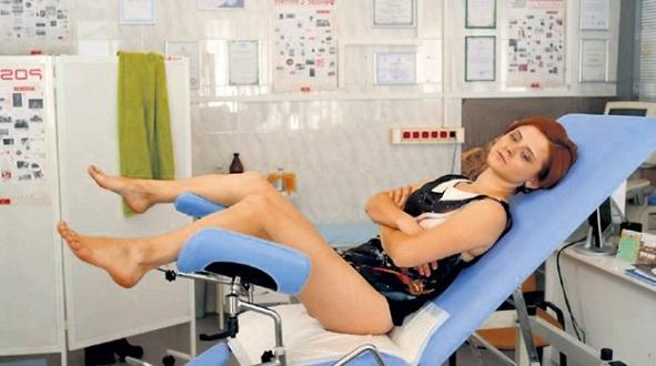 в гинекологическом кресле