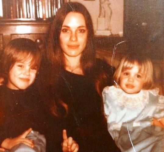 с мамой и сестрой