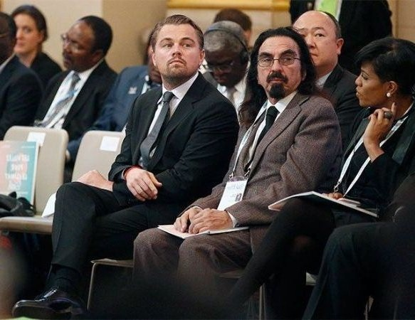 с леонардо на пресс конференции