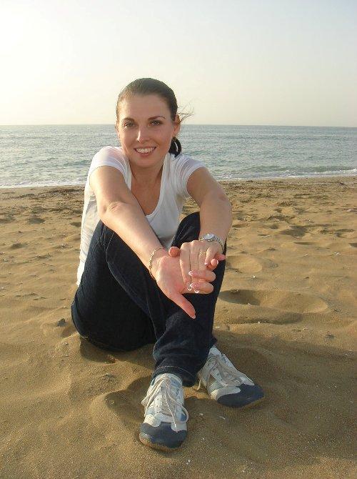 на песке у моря